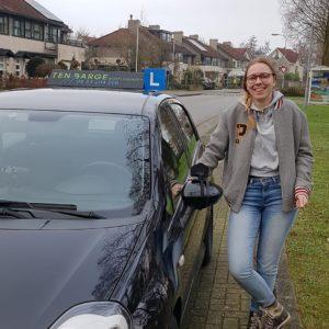 Lisa geslaagd voor rijbewijs